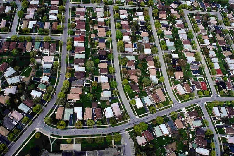 the destructive sprawl of the suburbia on For a decade,suburban nationhas given voice to a growing movement in north america to put an end to suburban sprawl and replace the last century's automobile-based settlement patterns with a return to more traditional planning.